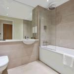 RDBridgeStGlobal - 103 Arc Hse - Bathroom (2)_lowid139626on20170904094431