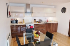 thumbs_1-kitchen-diner-Ruislip-serviced-apartments-HA4-8QH