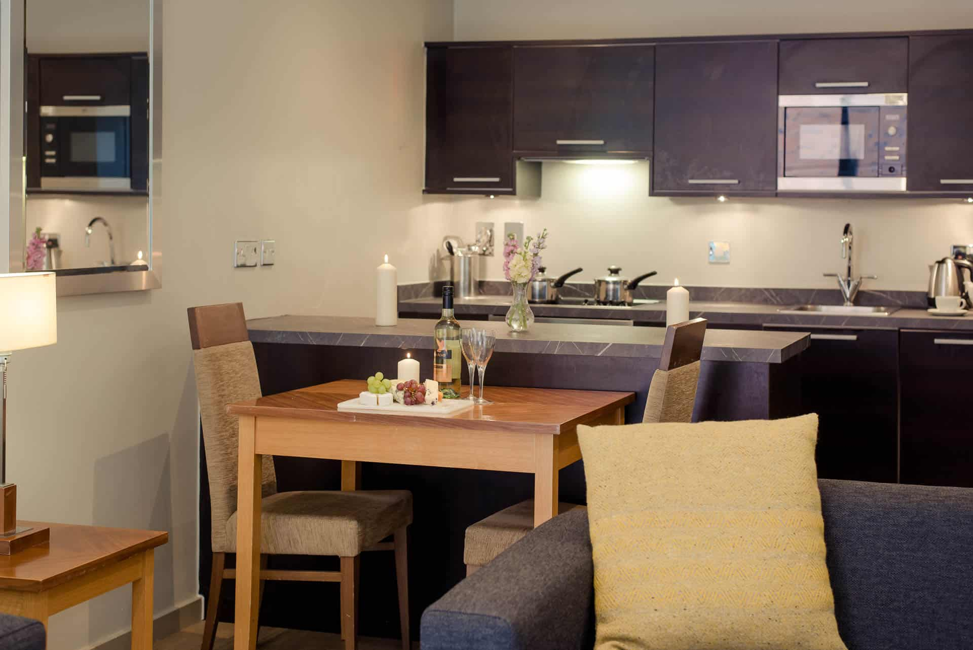 PREMIER-SUITES-Manchester-one-bedroom-apartment-dining-and-kitchen-area