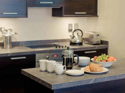 PREMIER-SUITES-Manchester-two-bedroom-apartment-kitchen